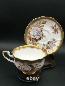 ROYAL ALBERT GOLD CREST SERIES TEA CUP & SAUCER SET With WHITE CABBAGE ROSES CS127